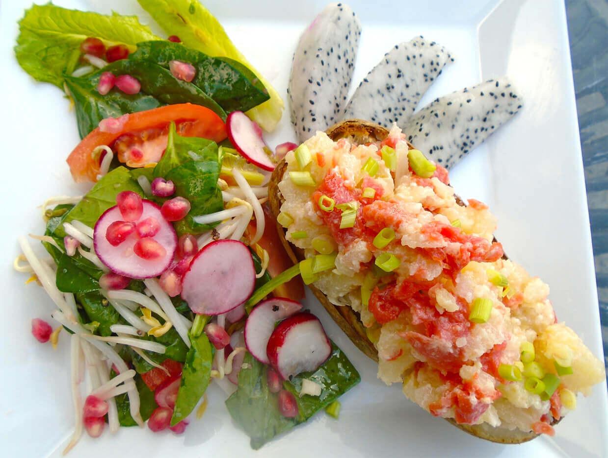 Едят питахайя в салате, конфетах, сальсе, с рыбой